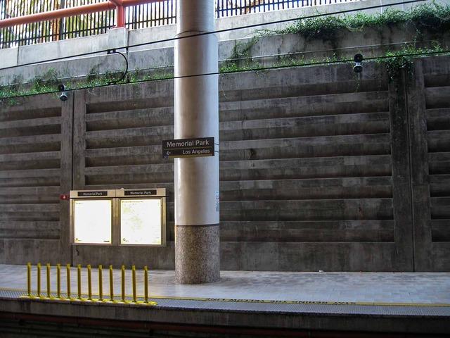 Memorial Park 駅 1_edit