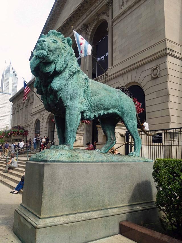シカゴ美術館前のライオン像 2_edit