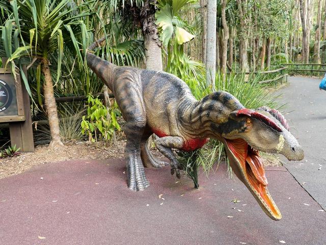 アロサウルスのオブジェ 2_edit