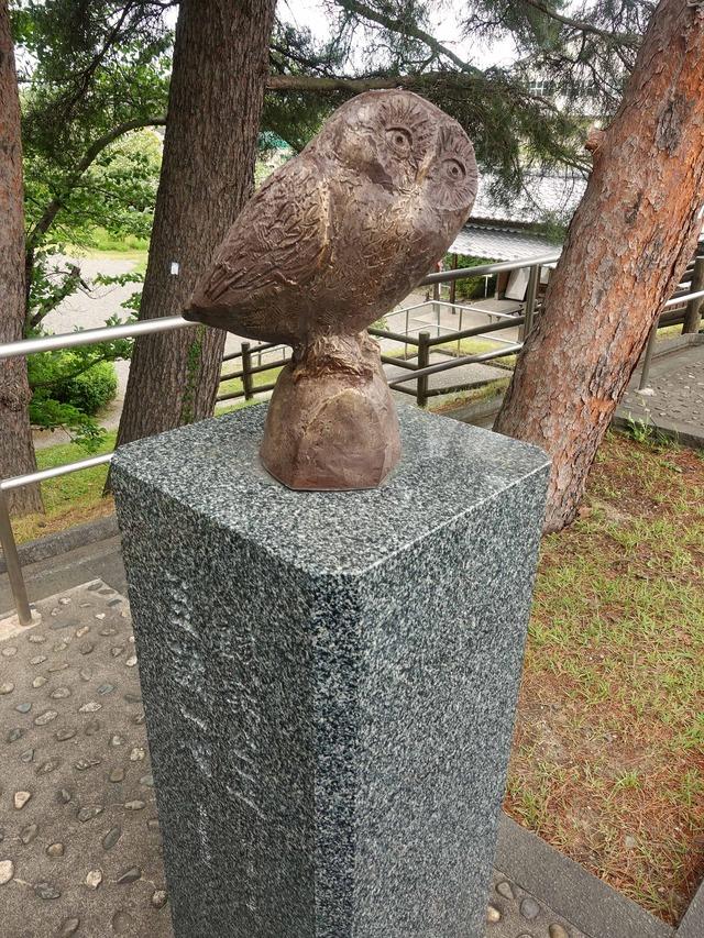 辰巳櫓の前のフクロウ像 2_edit