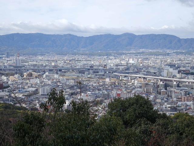 四つ辻から京都市南部を望む 1_edit