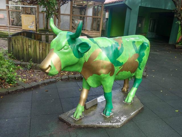 牛のオブジェ 2_edit