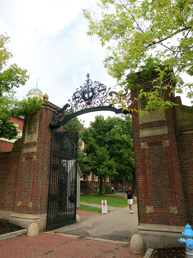 Johnston Gate 1_ハーバード大学正門_edit 2