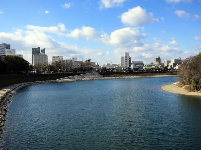 月見橋から見た旭川_edit