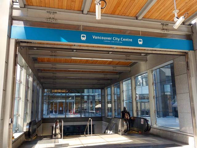 Vancouver City Centre 駅 9_edit