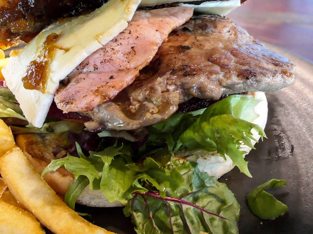 Rib Fillet Works Burger 5_edit