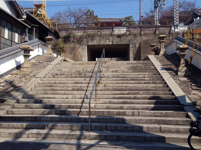 山門へ続く石段 1_edit