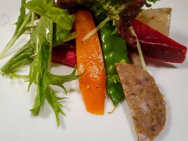 農家直送オーガニック野菜のサラダ,自家製サラミ添え 3_edit