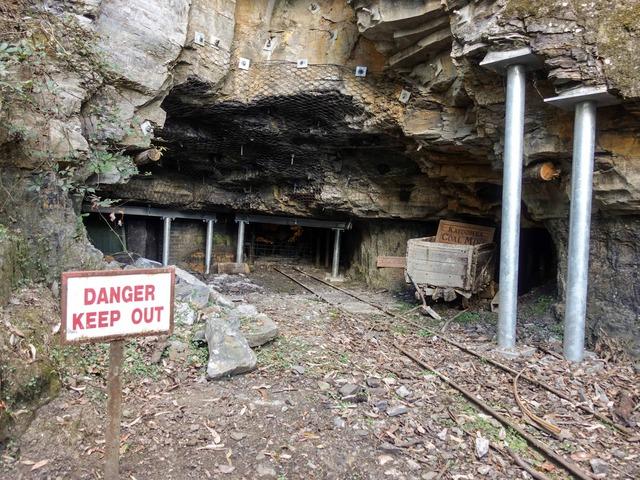 旧炭鉱入口_edit