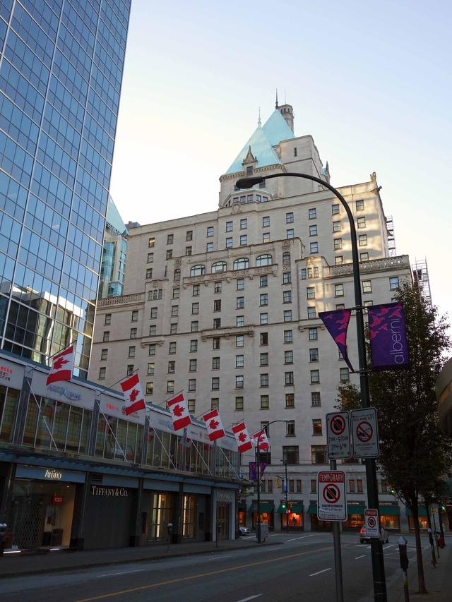 Alberni St から Fairmont Hotel Vancouver を望む 2_edit