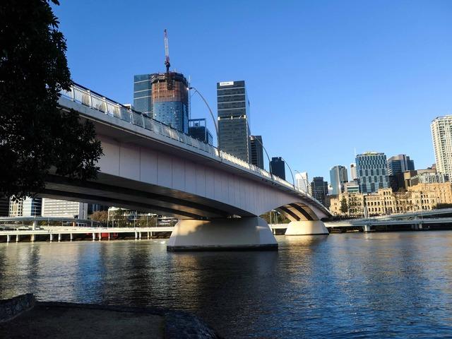 サウスバンクからヴィクトリア橋を望む 4_edit