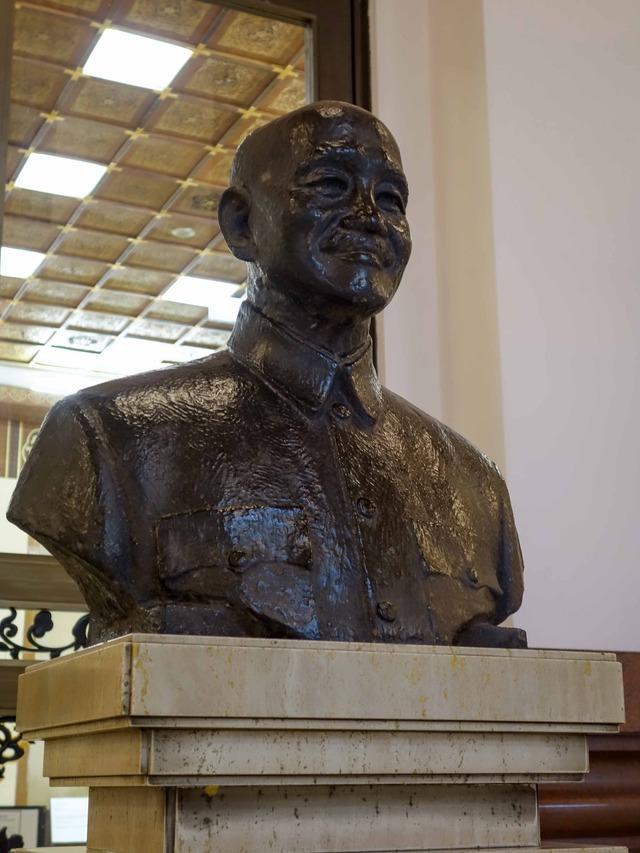 蒋介石銅像 4_edit