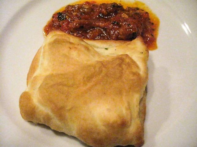 マンガリッツァとモッツアレラチーズのパイ包み焼き 1_edit - コピー