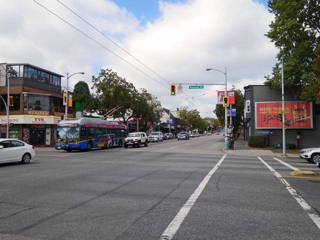 W 4th Ave と Burrard St の交差点_edit
