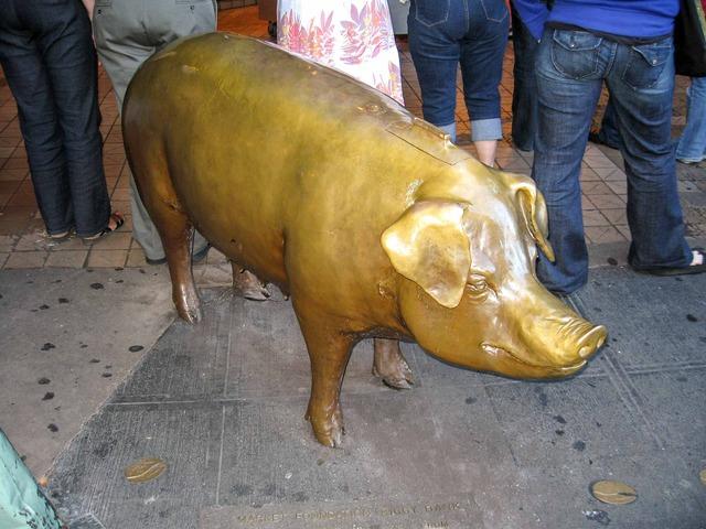 豚のブロンズ像レイチェル_edit