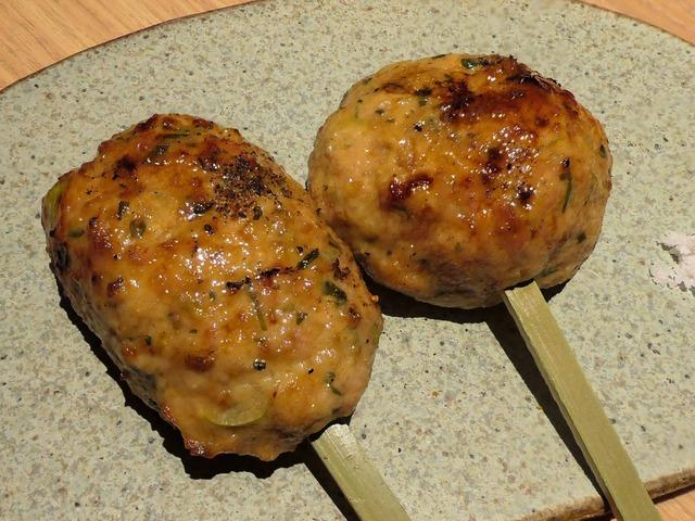 鶏つくねの炭火焼き,生卵黄付 2_edit