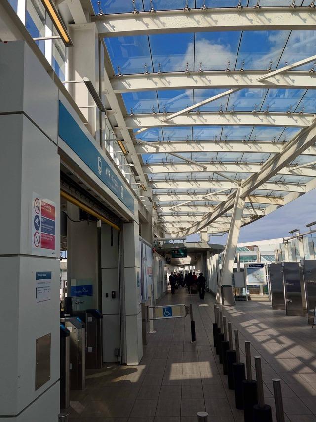 YVR Airport 駅 19_edit