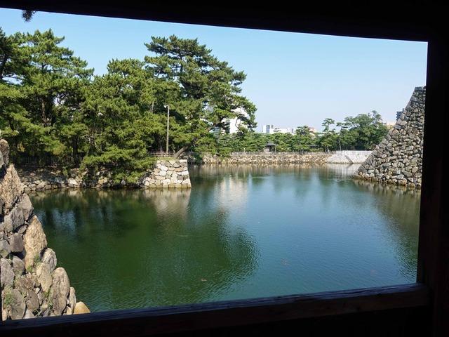 鞘橋から内堀を望む 1_edit