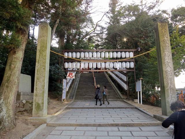 入口の注連縄_edit
