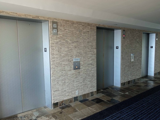 9 階エレベーター前 2_edit