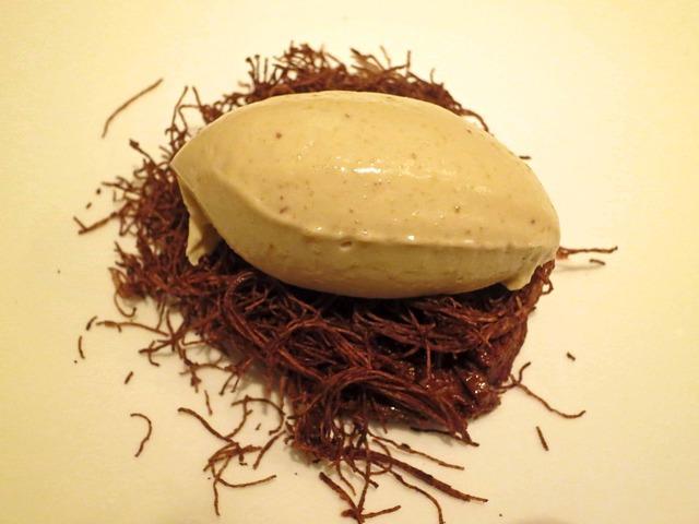 マロンのシャンティをのせたチョコレートのマルキース 1_edit