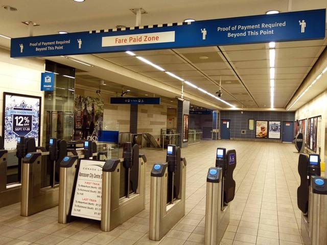 Vancouver City Centre 駅 16_edit