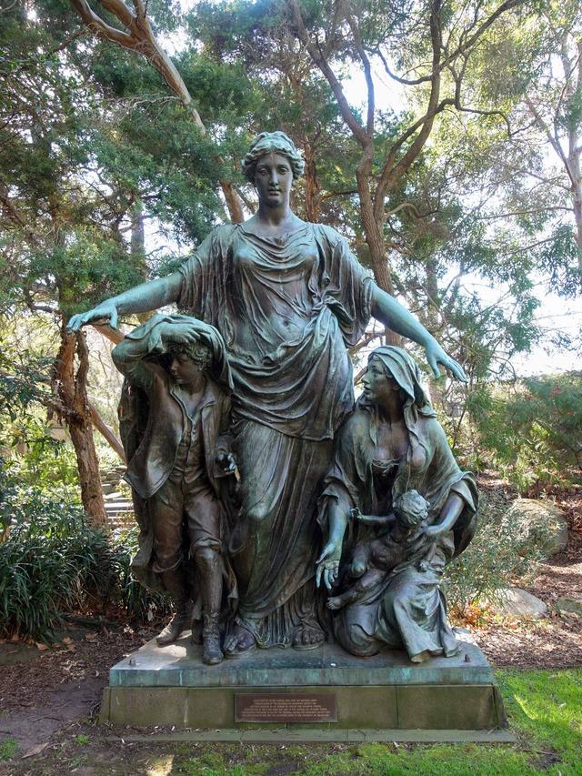 South Lawn (Victor Tilgner の彫像) 1_edit