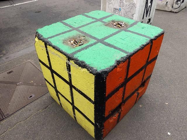 ルービックキューブ型の灰皿_edit