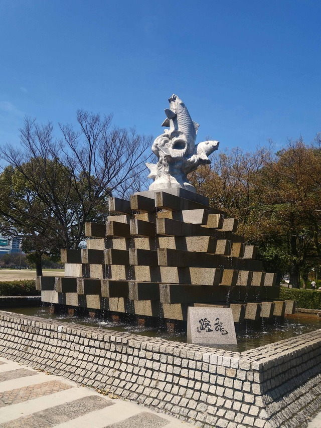 鯉の像(飛躍) 1_edit