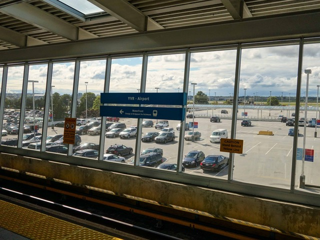 YVR Airport 駅 17_edit