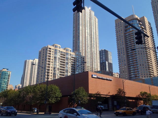 Clark St と Grand Ave の交差点 1_edit