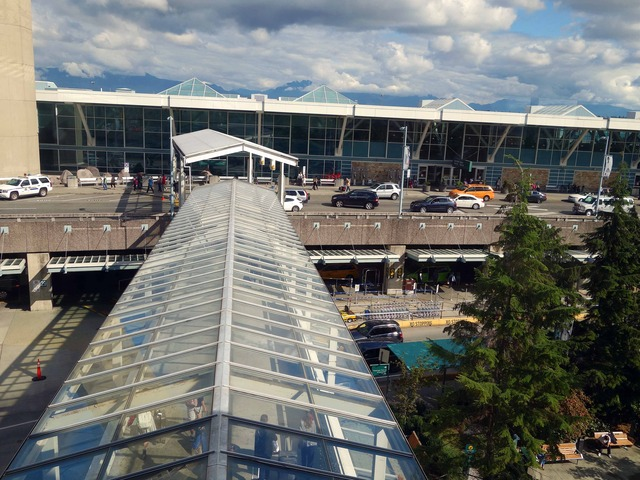 スカイトレイン乗り場から空港を望む 2_edit