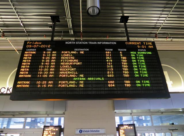 North Station コミューターレイルの電光掲示板 2_edit