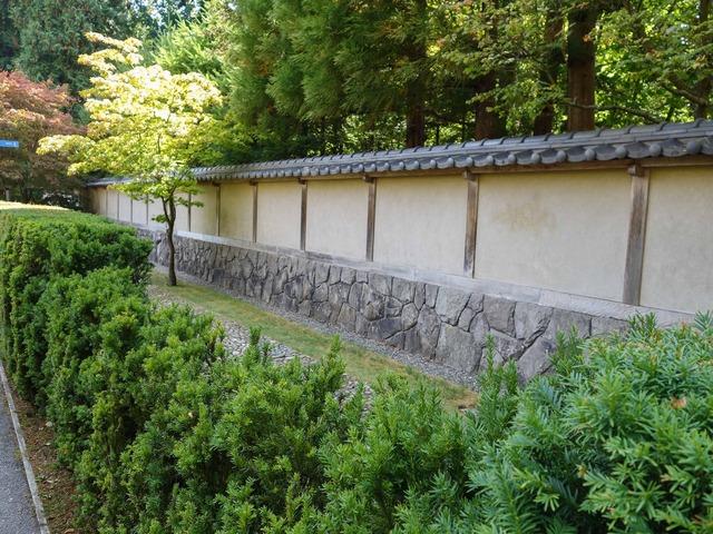 新渡戸記念庭園の東側の小路 2_edit