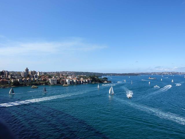 ハーバーブリッジからシドニー湾を望む_edit