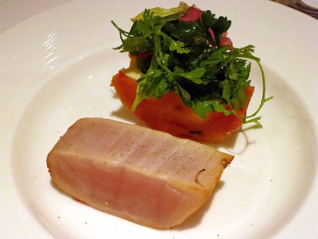 相模湾産マカジキの燻製 ピーマンのトマト煮と半熟卵添え 1_edit