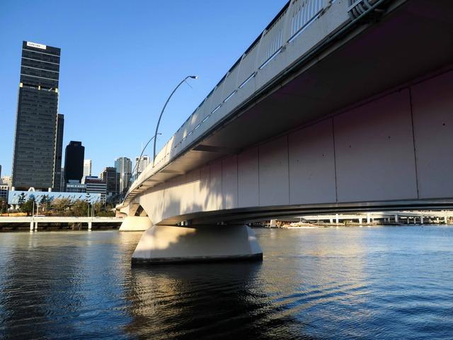 サウスバンクからヴィクトリア橋を望む 2_edit