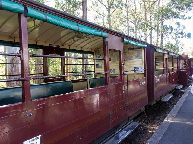 機関車(Menzies Creek 駅) 1_edit