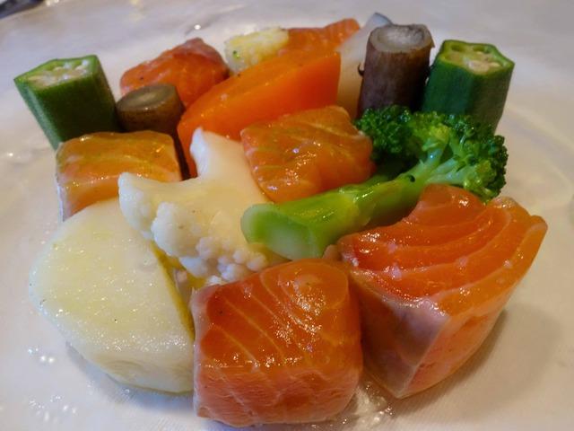 オーロラサーモンと季節野菜のサラダ仕立て 3_edit