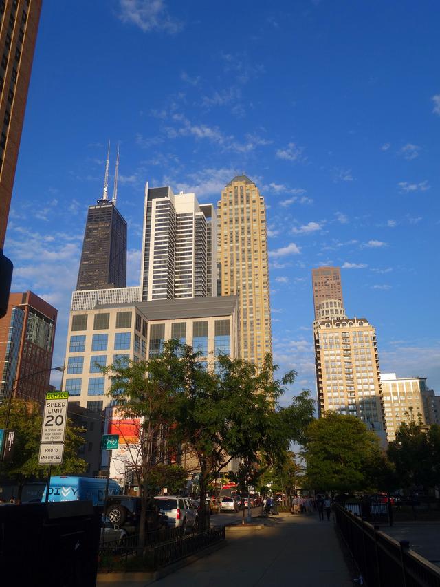 Chicago Ave と Dearborn St の交差点 3_edit