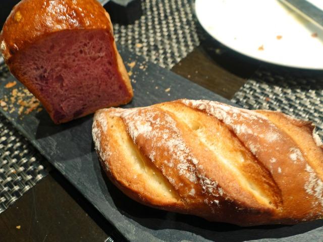 紫芋のパンとミルクパン 2_edit