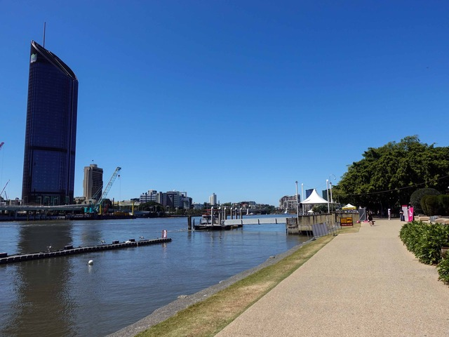 Clem Jones Promenade からブリスベン川を望む 2_edit