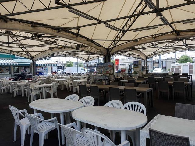 屋外飲食スペース 1_edit