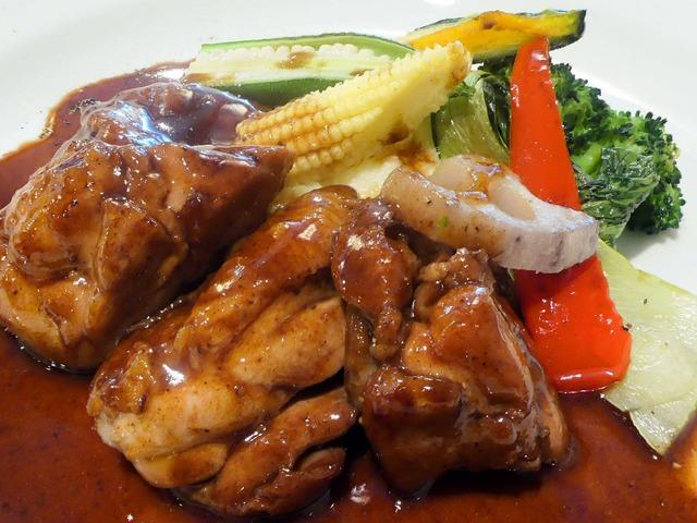 国産鶏もも肉の軽い赤ワイン煮込み 3_edit