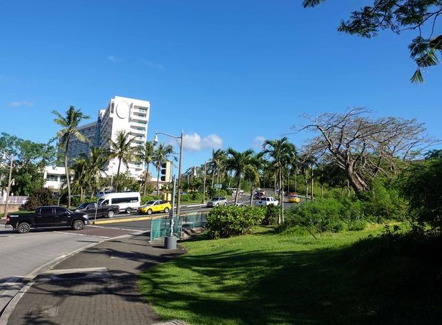 Pale San Vitores Rd と GU-14A の交差点_edit