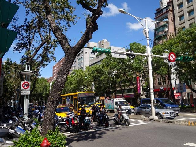 南京西路と中山北路二段の交差点 5_edit