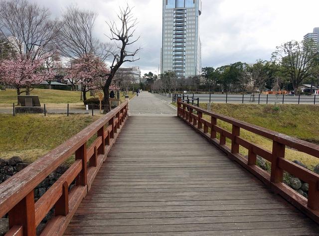 二ノ丸水路に架かる橋 1_edit