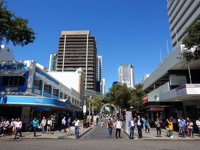 Adelaide St と Albert St の交差点_edit