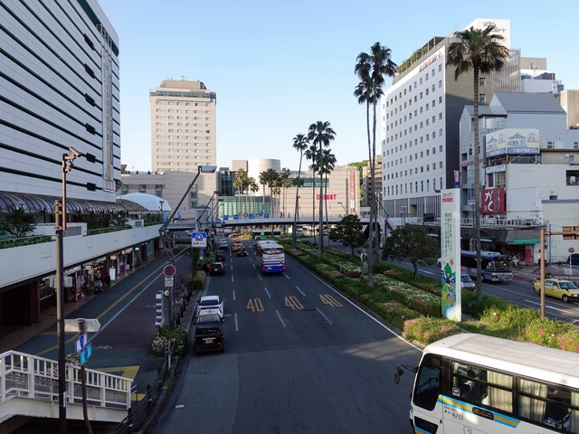 JR 徳島駅前の通り 1_edit