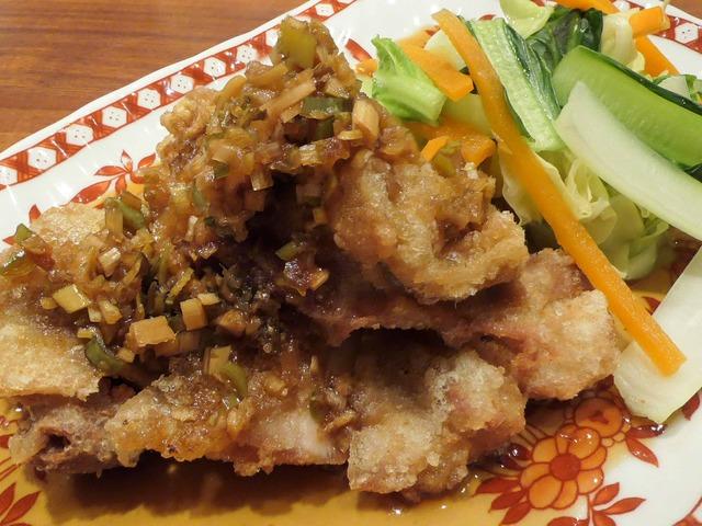 大山鶏もも肉サクサク揚げ薬味ソースかけ,旬野菜添え 3_edit